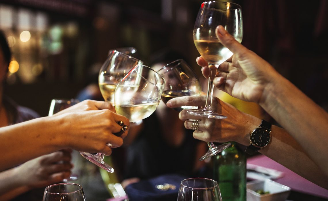 kaboompics_people-holding-glasses-of-white-wine-making-a-toast-2