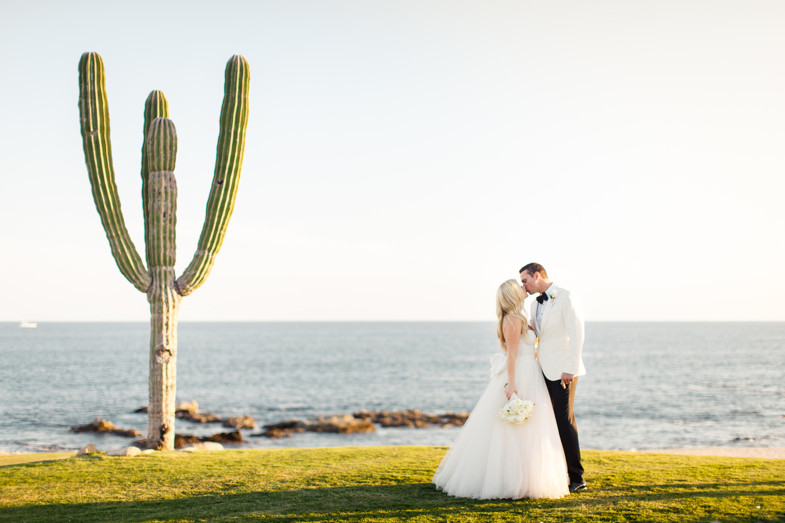 Light and Airy Destination Wedding at Cabo del Sol- Club House, Photography by Photo by Julieta for Destination Wedding Blog www.adrianaweddings.com