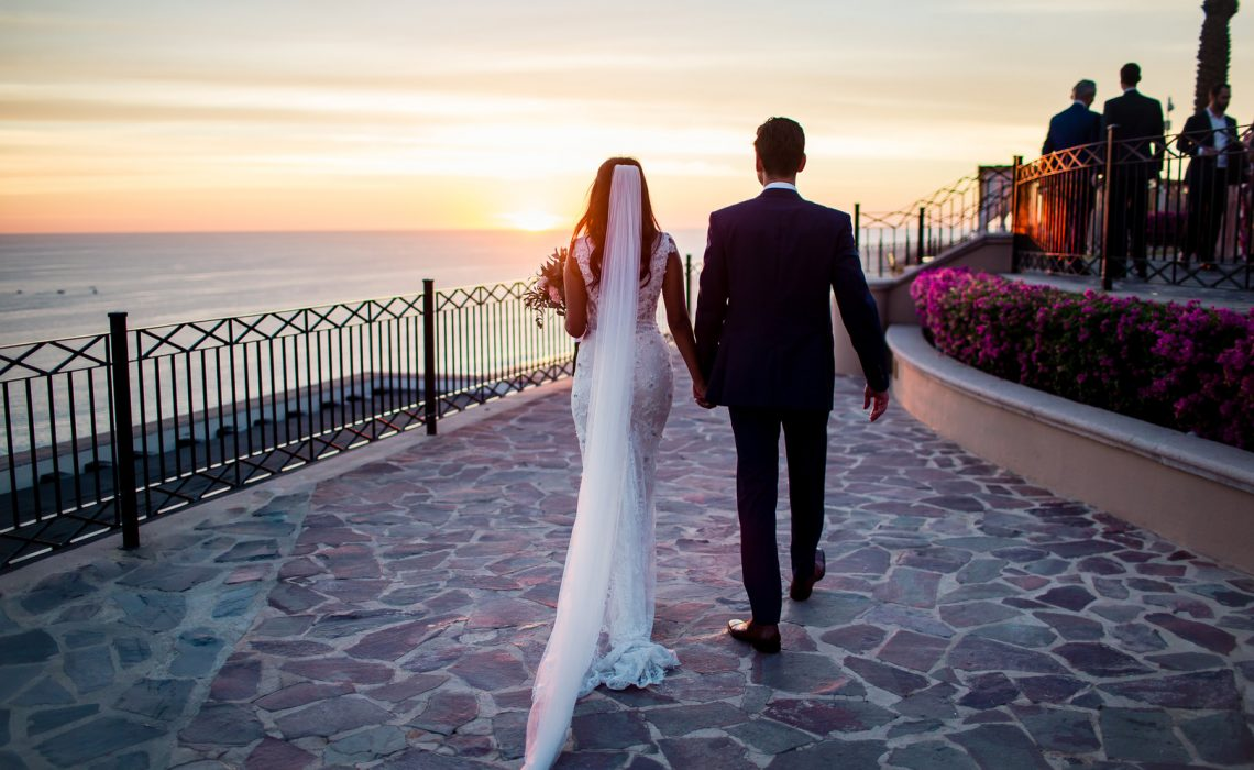Lindsay & Luke's Rooftop Destination Wedding in Cabo, Photography by Photo by Julieta for Destination Wedding Blog Adriana Weddings