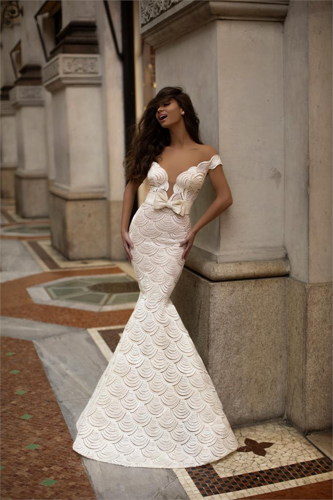 The Wedding Dress Trends For Your Luxury Destination Wedding Are Here, for Destination wedding blog Adriana Weddings.