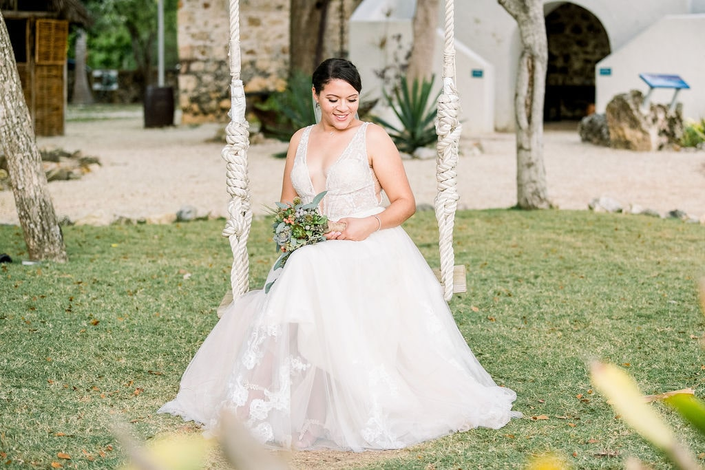 Tropical Wedding in the Cayman Islands with a Rustic Twist, Photography by Jenna Leigh Photography for Luxury Destination Wedding Blog Adriana Weddings